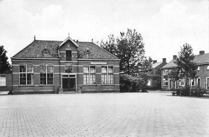 Ansichtkaart Lekkerkerk 1958 Kon. Wilhelmina school HC2266