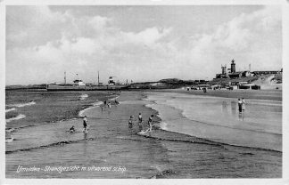Ansichtkaart IJmuiden Strand met uitvarend zee schip Vuurtoren Scheepvaart HC2276