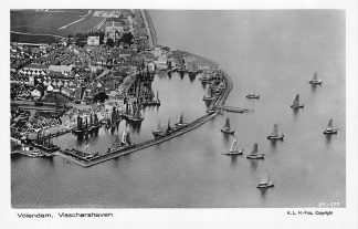 Ansichtkaart Volendam 1927 Visschers haven Schepen KLM Luchtfoto 27-177 HC2342