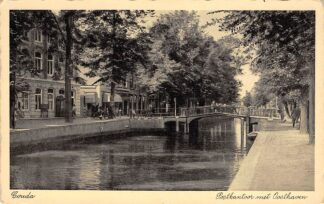 Ansichtkaart Gouda Oosthaven met Postkantoor en slagerij HC2387