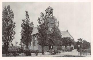 Ansichtkaart Roodeschool Ned. Hervormde Kerk met begraafplaats 1946 HC2438