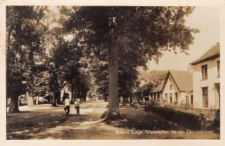 Ansichtkaart Lage Vuursche Baarn In de Dorpsstraat 1956 HC2454