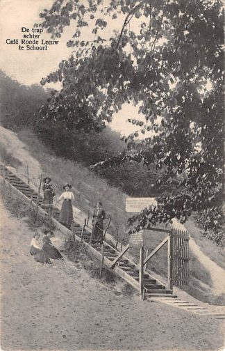 Ansichtkaart Schoorl De trap achter Café Rode Leeuw HC2690