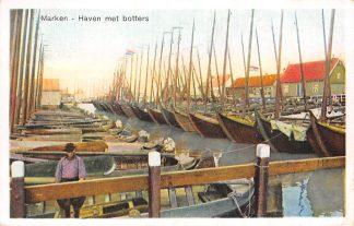 Ansichtkaart Marken Haven met botters 1930 vissers schepen HC2705