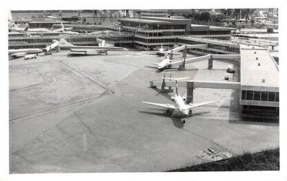 Ansichtkaart 's-Gravenhage Fotokaart Madurodam Vliegveld KLM Vliegtuigen Den Haag HC2818