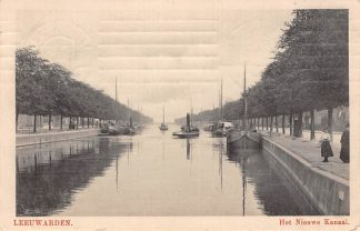 Ansichtkaart Leeuwarden Het Nieuwe Kanaal 1918 met binnenvaart schepen en sleepboot HC2852