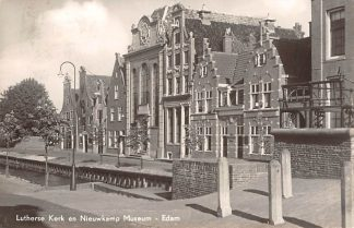 Ansichtkaart Edam Lutherse Kerk en Nieuwkamp Museum 1958 HC2889