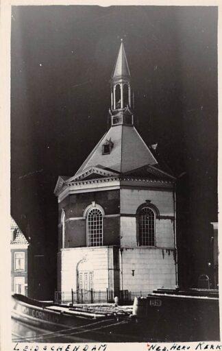 Ansichtkaart Leidschendam Fotokaart Ned. Hervormde Kerk met binnenvaart schip Alida Cornelia HC2998