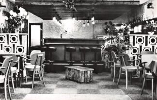 Ansichtkaart Workum Cafe Restaurant De Zwaan Annex Skippy Bar H. Schippers  Merk 19 HC3216