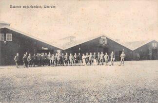 Ansichtkaart Woerden Kazerne wagenloodsen met soldaten Militair Kraaijenbrink HC3236