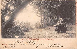Ansichtkaart Domburg In de Mantelingen Meisjes in klederdracht 1900 HC3275