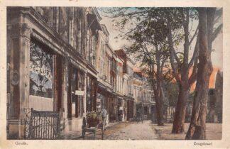 Ansichtkaart Gouda Zeugstraat hoek Nieuwe Markt Melksalon Rona Café HC3310