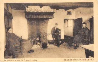 Ansichtkaart Noord-Brabant Dorpsleven Na gedane arbeid is 't goed rusten Klederdracht Sprang 1918 HC3453