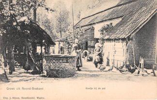 Ansichtkaart Noord-Brabant Dorpsleven Keetje bij de put Boerderij Klederdracht voor 1906 HC3463