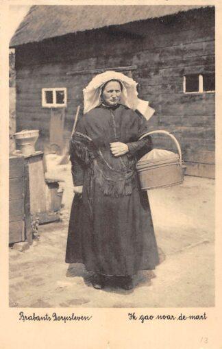Ansichtkaart Noord-Brabant Dorpsleven De Weebosch Bergeijk Ik gao noar de mart Klederdracht HC3476
