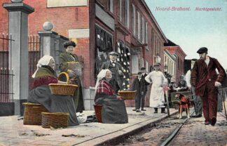 Ansichtkaart Noord-Brabant Dorpsleven Waalwijk Grote Straat met Hondenkar en klederdracht HC3488