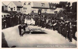 Ansichtkaart Noord-Brabant Dorpsleven Nistelrode Het Vendelzwaaien Brabantsch Folklore Oss HC3489