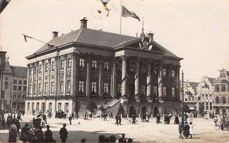 Ansichtkaart Groningen Originele fotokaart Stadhuis met Markt tijdens feest HC3912
