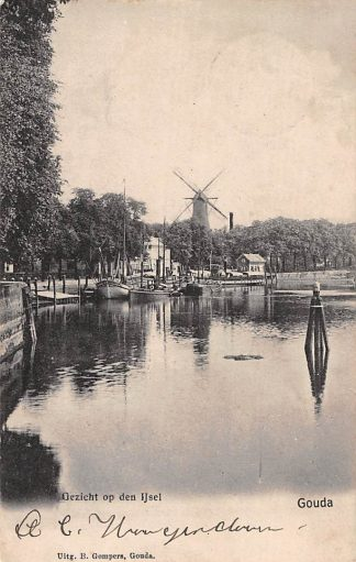 Ansichtkaart Gouda Gezicht op den IJssel Molen en binnenvaart schepen Gompers HC3938