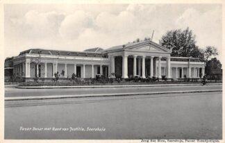 Ansichtkaart Nederlands-Indië Soerabaja Pasar Besar met Raad van Jusitie Surabaya Azië Indonesia  HC3996