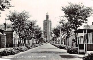 Ansichtkaart Westkapelle Zuidstraat met Vuurtoren aanzicht en Bus halte SW HC4010