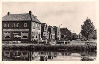 Ansichtkaart Dedemsvaart Julianastraat noordzijde met Restaurant Kiewiet en auto 1955 HC4030