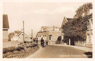Ansichtkaart Lekkerkerk Voorstraat Westzijde Melkboer HC4166