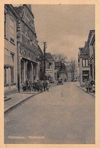 Ansichtkaart Ootmarsum Marktstraat met Hotel de La Poste Kinderen auto HC4179