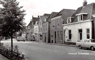 Ansichtkaart Lexmond Dorpsstraat Sigaren winkel Café Auto VW 1965 HC4191