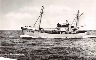 Ansichtkaart Urk Noordzeekotter UK 142 Scheepvaart Visserij HC4203