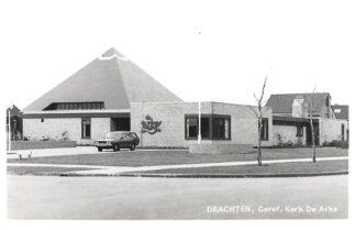 Ansichtkaart Drachten Gereformeerde Kerk De Arke Auto HC4208