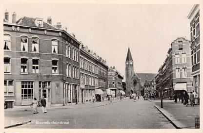 Ansichtkaart Rotterdam Bloemfonteinstraat met R.K. St. Franciscus van Assisi Kerk 1951 HC4229