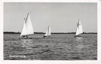 Ansichtkaart Oostermeer Eastermar Fotokaart Zeilschepen op het meer HC4232