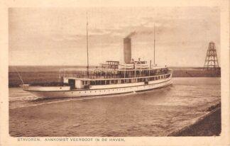 Ansichtkaart Stavoren Aankomst Veerboot uit Enkhuizen in de Haven Veerpont Schepen HC4237