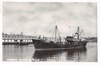 Ansichtkaart IJmuiden Gezicht op de Vishal Vissers schip Eveline IJM 116 HC4242
