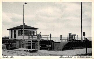 Ansichtkaart Harderwijk Harder sluis in verbindingsdijk 1954 HC4316
