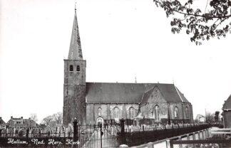 Ansichtkaart Hallum Ned. Hervormde Kerk met begraafplaats HC4379