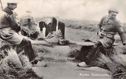 Ansichtkaart Bozum Friesland Fryslan Flaeksrupeltje Klederdracht 1944 HC4381