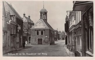 Ansichtkaart Dokkum Kl. en Gr. Breedstraat met Waag 1949 HC4395
