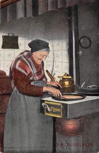 Ansichtkaart Noord-Brabant Dorpsleven Vrouw aan het pannenkoeken bakken 1916 Klederdracht HC4423