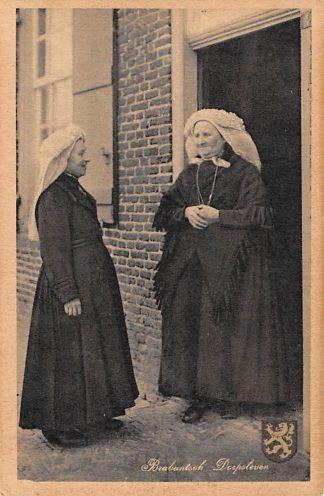 Ansichtkaart Noord-Brabant Brabantsch Dorpsleven Op bezoek Vrouwen in klederdracht HC4430