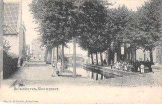 Ansichtkaart Nieuwpoort Buitenhaven met volk Uitg. J. de Gruijter Schoonhoven HC4436