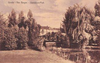 Ansichtkaart Gouda Van Bergen IJzendoorn Park met huizen Crabethstraat en Kleiwegkerk HC4452