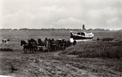 Ansichtkaart IJmuiden Motorstrad reddingboot Jhr. H.J. Ortt Met paarden naar het strand Ook Hollum Cocksdorp en Terschelling Kon. N. & Z. Holl. Redding-Mij Scheepvaart SchepenHC4488