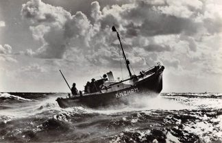 Ansichtkaart Enkhuizen Motor reddingboot K.F. Sluys 1957 Kon. N. & Z. Holl. Redding-Mij Scheepvaart Schepen HC4506