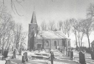 Ansichtkaart Hempens Leeuwarden St. Maartenkerk met begraafplaats in de sneeuw HC4522