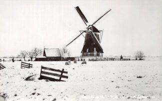 Ansichtkaart Aarlanderveen Gezicht op Molen in de winter HC4577