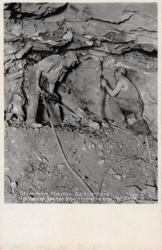 Ansichtkaart Lutterade Geleen Staatsmijn Maurits het werken met den afboorhamer op 455 meter diepte HC4586