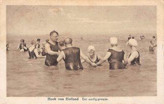 Ansichtkaart Hoek van Holland Een aardig groepje badgasten in zee HC4601