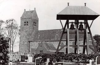 Ansichtkaart Ureterp Ned. Hervormde Kerk Begraafplaats met klokkenstoel HC4654